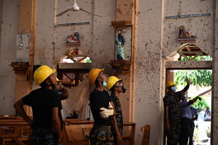 Ataques tiveram como alvos templos católicos e hotéis de luxo - Foto: Jewel Samad | AFP