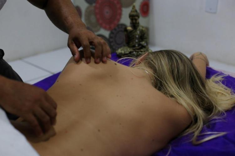 A tradição oriental do tantra trata todo o corpo como templo e potencial fonte de prazer - Foto: Adilton Venegeroles