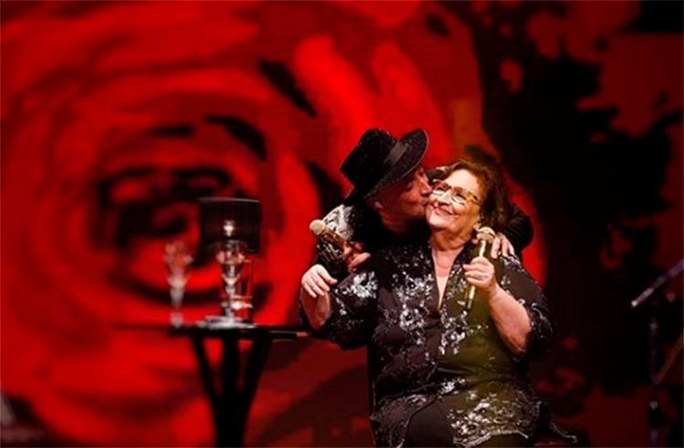 Ator comemorou a presença da mãe nos palcos - Foto: Reprodução   Instagram