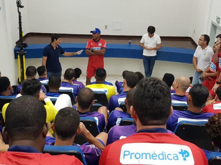 Roger Machado se reuniu com staff e atletas no CT do clube - Foto: Divulgação | EC Bahia