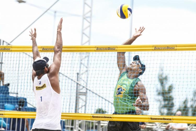 Torneio acontece na praia de Guarajuba - Foto: Wander Roberto   CBV