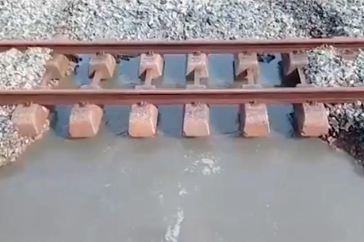 Vazamento de uma tubulação de água nos trilhos causou parada de algumas estações - Foto: Reprodução | TV Bahia