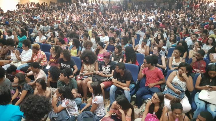 Mais de 800 estudantes se reuniram em assembleia para definir agenda de mobilização (Foto: Cidadão Repórter | Via Whatsapp)