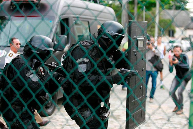 Equipes do Bope durante cerco à residência - Foto: Joá Souza | Ag. A TARDE
