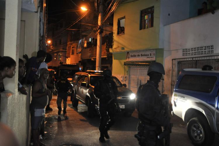 Equipes do Bope, da Rondesp e da 40ª CIPM (Nordeste de Amaralina) participaram da negociação - Foto: Felipe Iruatã l Ag. A TARDE