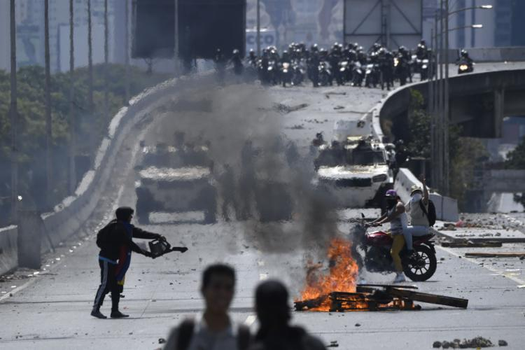 País vive dia de tensão após Guaidó e Maduro convocarem apoiadores às ruas - Foto: Federico Parra l AFP