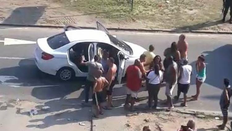 Carro teria sido confundido com o de bandidos que estavam agindo na região - Foto: Reprodução | Redes Sociais