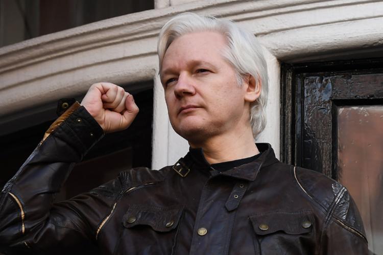 Fundador do Wikileaks estava refugiado na embaixada equatoriana há quase sete anos - Foto: Justin Tallis | AFP