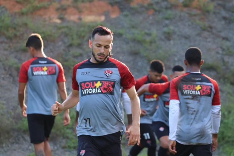 Yago formará o meio-campo no duelo desta segunda-feira, 8 - Foto: Maurícia da Matta l EC Vitória