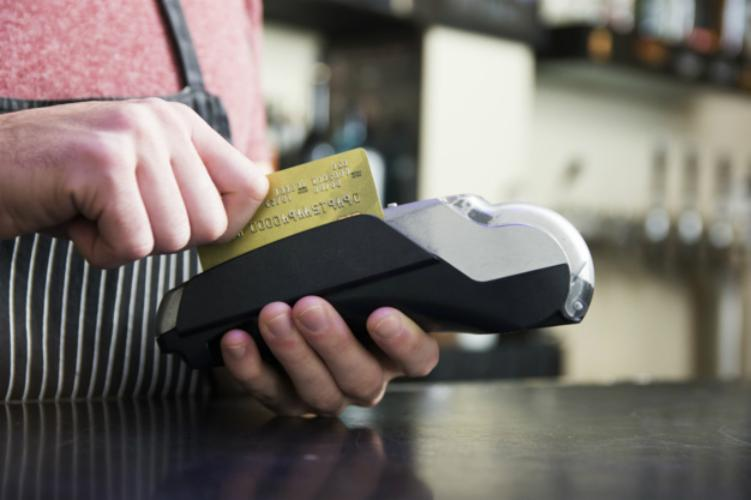 Um cartão de crédito facilita a vida do consumidor, mas é preciso ter muito cuidado para evitar cair num golpe - Freepik/Divulgação