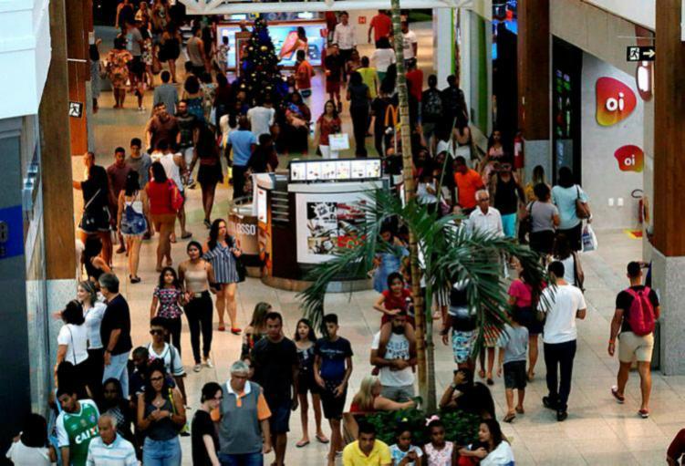 Um acordo firmado ontem garantiu o funcionamento das lojas de Salvador no feriado de Domingo de Páscoa. - Ag. A Tarde