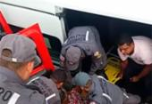 Van fica presa em alagamento e pacientes são resgatados | Foto: Divulgação | CBMBA