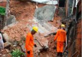 Muro desaba por conta da chuva em Itapuã; moradores são resgatados | Foto: Luciano da Matta | Ag. A TARDE
