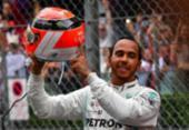 Lewis Hamilton segura Verstappen, supera pneus desgastados e vence em Mônaco | Foto: Andrej Isakovic l AFP