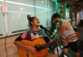 As histórias de cantores que trabalham na noite de Salvador | Foto: Adilton Venegeroles / Ag. A TARDE
