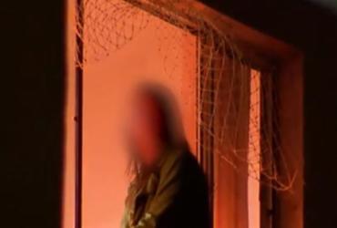 Mãe se joga de prédio após supostamente atirar filha pela janela | Reprodução | TV Record