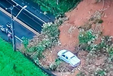 Deslizamento de terra deixa via bloqueada na BA-526 | Reprodução | TV Record Bahia