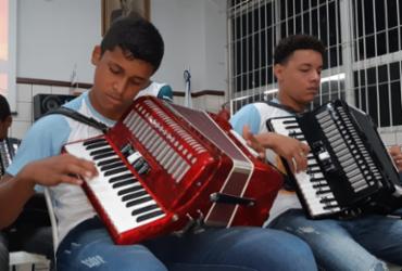 Estudantes de Feira de Santana cria orquestra de sanfona