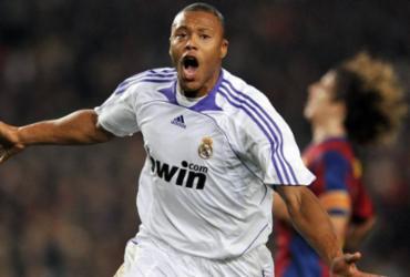 Aos 37 anos, Julio Baptista anuncia aposentadoria do futebol | Javie Soriano | AFP