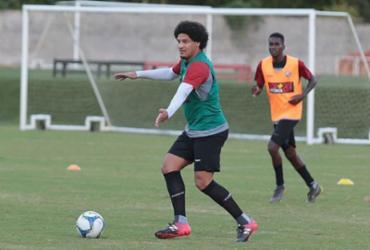 Osmar Loss faz ajustes em treino fechado na Toca do Leão   Divulgação l EC Vitória