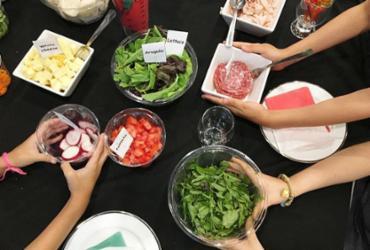Oficina de culinária ensina crianças a preparem pratos para as mães   Divulgação