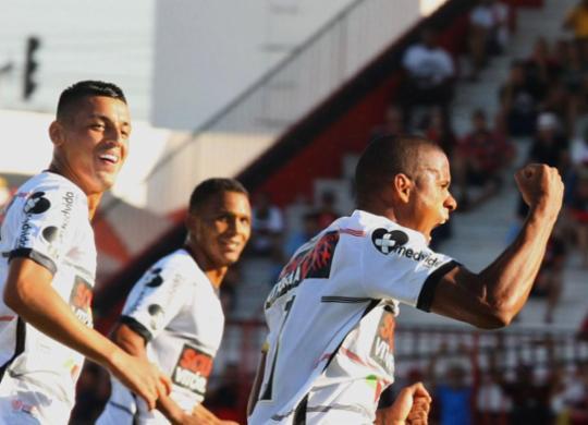 Na estreia de Loss, Vitória arranca empate com Atlético-GO e soma primeiro ponto fora | Carlos Costa l Futura Press l Estadão Conteúdo
