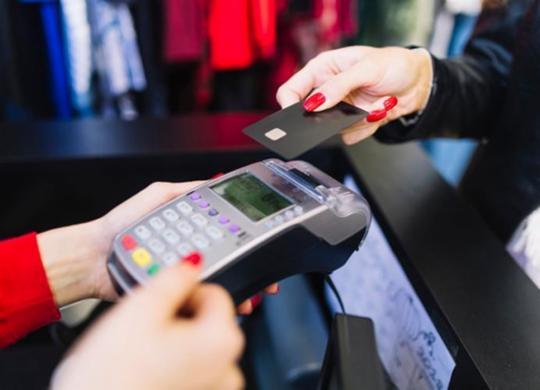 Compra parcelada pode deixar orçamento fora de controle | Divulgação | Freepik