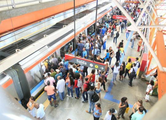Linha 1 do metrô opera com lentidão por causa de ato de vandalismo | Luciano da Matta | Ag. A TARDE