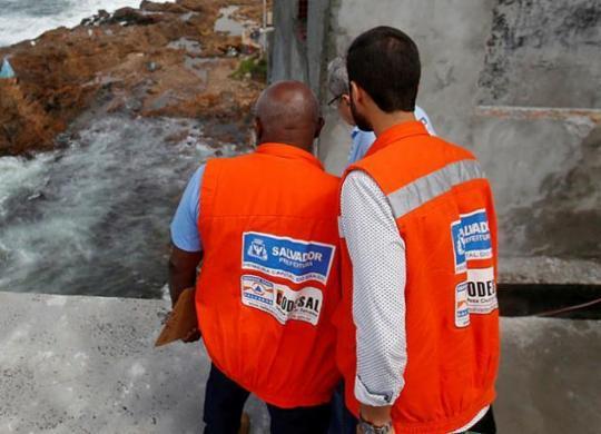 Desabamento de muro e deslizamento de terra são registrados pela Codesal   Raul Spinassé   Ag. A TARDE