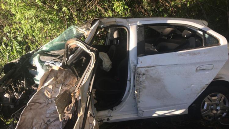 Motorista ficou preso nas ferragens e morreu na hora