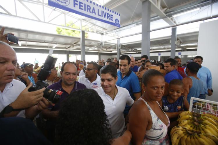 Prefeito ACM Neto inaugurou o espaço, acompanhado do vice-prefeito Bruno Reis e da comunidade local - Foto: Raul Spinassé l Ag. A TARDE