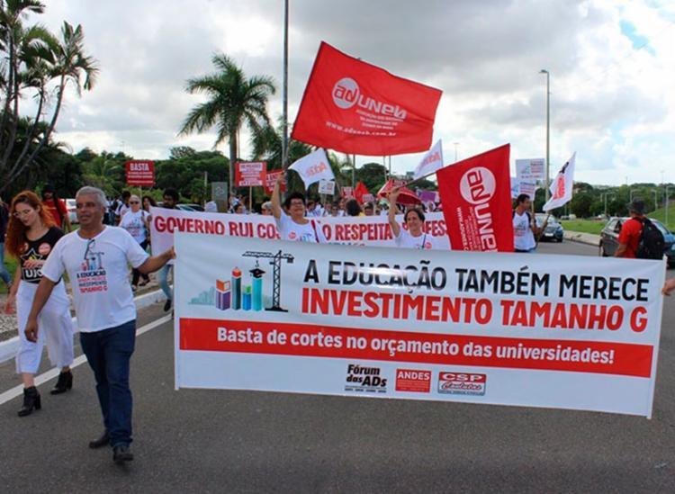 Professores estão em greve desde o dia 9 de abril - Foto: Divulgação   Aduneb