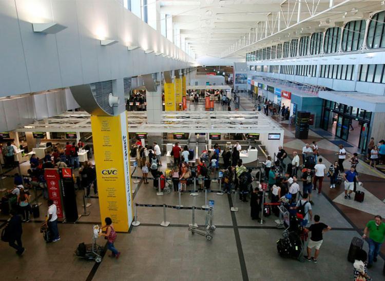 Após últimos anos com péssimo desempenho, aeroporto baiano começa a melhorar avaliação - Foto: Adilton Venegeroles | Ag. A TARDE | 21/07/2018
