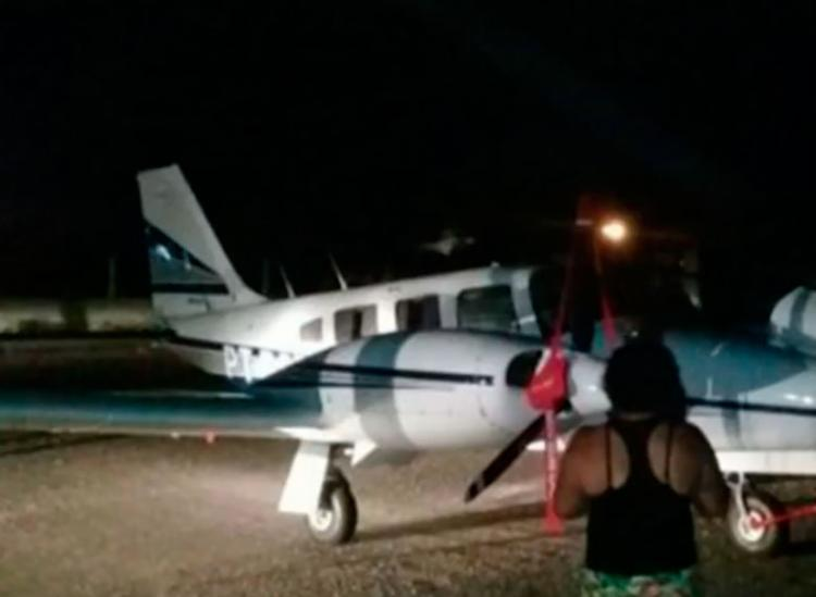 Avião pousou após motoristas iluminarem aeroporto - Foto: Reprodução | TV Bahia