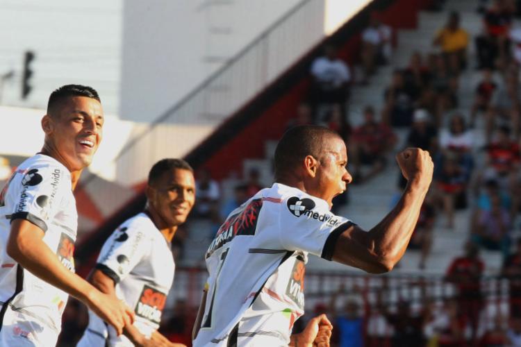 O Leão saiu na frente, mas sofreu gol e não passa do empate com o Dragão - Foto: Carlos Costa l Futura Press l Estadão Conteúdo