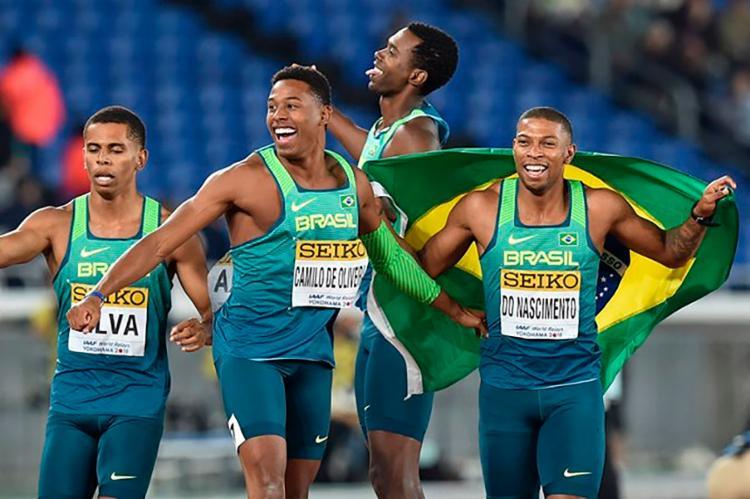 Rodrigo Nascimento, Derick Silva, Jorge Vides e Paulo André Oliveira cravaram 38s05 - Foto: AFP