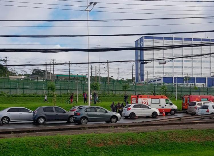 Acidente aconteceu próximo ao Extra no sentido aeroporto - Foto: Anderson Simplício   Cidadão Repórter   Via WhatsApp
