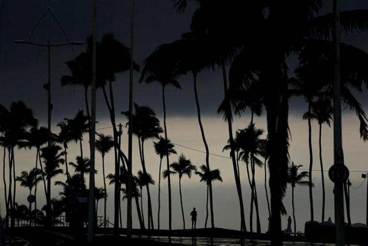 Os avisos de mau tempo são emitidos online através da Marinha do Brasil - Foto: Raul Spinassé   Ag. A TARDE