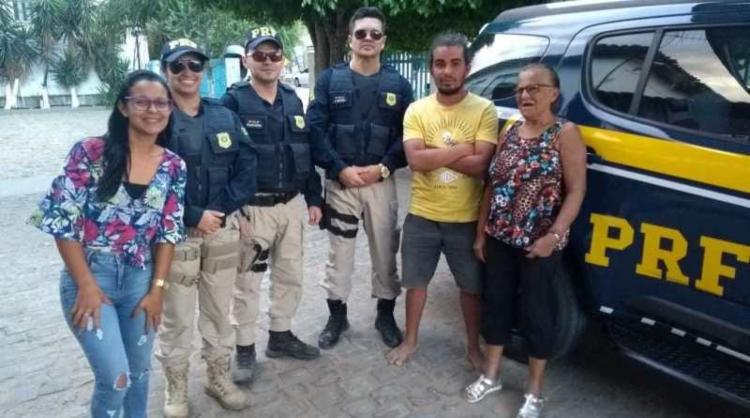 Familiares reencontraram rapaz a 105 quilômetros da cidade sergipana - Foto: Divulgação | PRF-BA