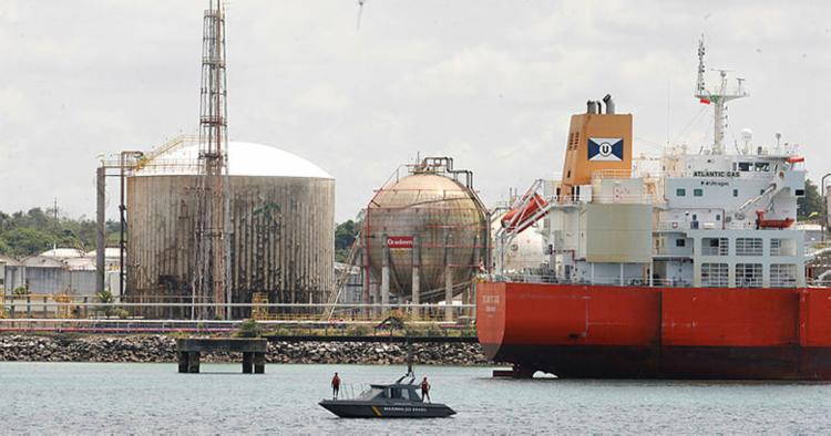 Simulação de vazamento de óleo avalia as estratégias de combate das empresas - Foto: Luciano da Matta   Ag. A TARDE