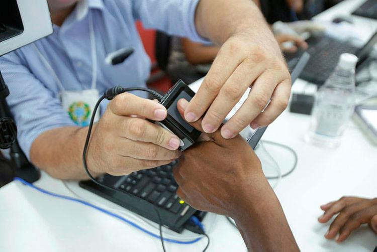 Cerca de 280 municípios baianos estão aptos para o processo do recadastramento biométrico - Foto: Uendel Galter | AG. A TARDE