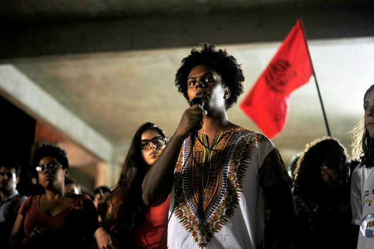 Estudantes da Ufba participaram de assembleia em defesa da instituição - Foto: Felipe Iruatã | Ag. A TARDE