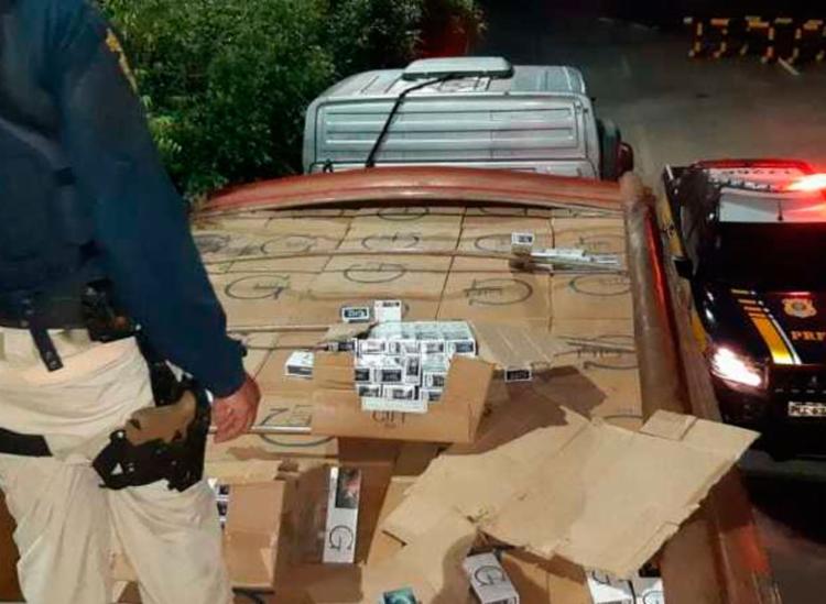 Mercadoria era transportada no compartimento de carga de um caminhão - Foto: Divulgação | PRF