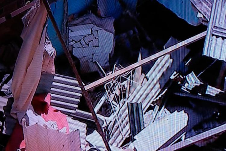 Duas pessoas ficaram feridas em desabamento em Itapuã - Foto: Reprodução | TV Record Bahia