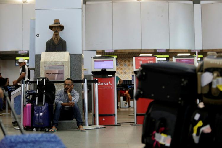 Salvador: o passageiro sofre aos pés de Santos Dumont - Foto: Raphael Müller | Ag. A TARDE | 29.04.2019