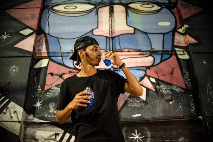 Jean Nunes e sua bebida preferida: coquetel de blueberry - Foto: Matheus Buranelli / Ag. A TARDE
