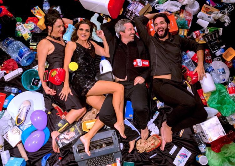Temporada de 'Chorume - uma comédia de restos' encerra em 16 de junho - Foto: Divulgação | Diney Araújo