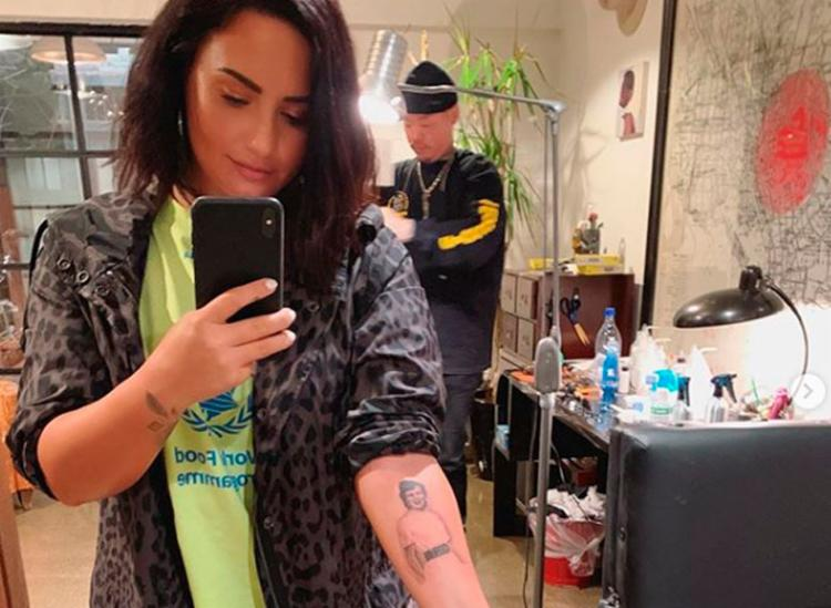 Tatuagem retrata a bisavó aos 26 anos, a mesma idade da artista - Foto: Reprodução | Instagram