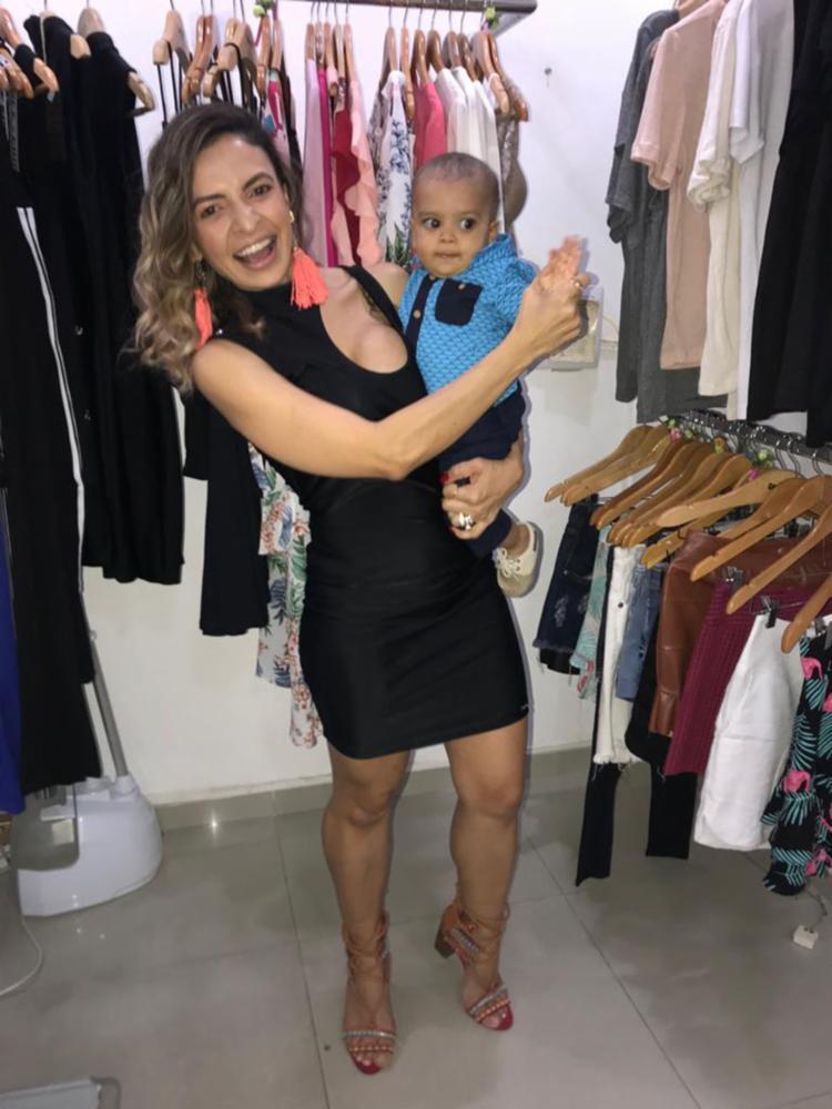 Juliana cuidava ao mesmo tempo da loja e do seu bebê Enzo