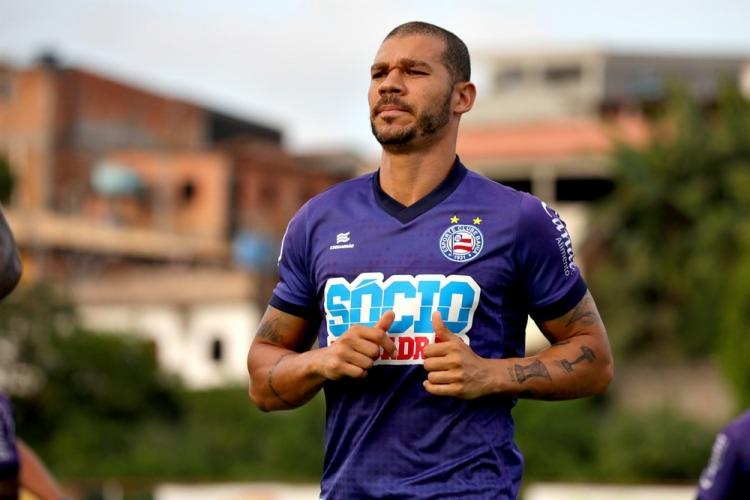 O jogador de 32 anos tem contrato com o Esquadrão até o final do ano - Foto: Felipe Oliveira | EC Bahia